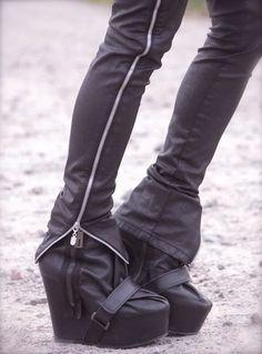 Ugly shoes, nice way to wear zipper pants/leggins!