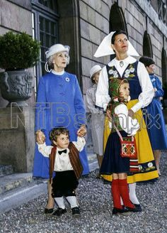 tumblr_nu8fo3CwUP1speyy6o2_250.jpg (250×348) Princess Lilian, Queen Silvia, Prince Carl Philip and Princess Victoria
