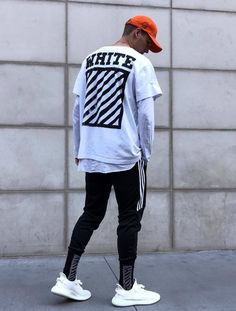 23 best Running Shoes with Jeans Outfits - Unity Fashion Tumblr Outfits, Dope Outfits, Jean Outfits, Fashion Outfits, Men With Street Style, Men Street, Street Wear, Streetwear Mode, Streetwear Fashion
