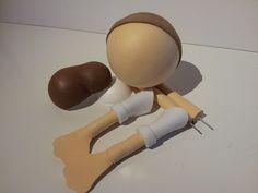 En este vídeo podéis ver como realizar los ELEMENTOS BÁSICOS PARA FOFUCHAS: PIES, PIERNAS, BRAZOS Y CABEZA. Aquí os dejo el enlace para que descarguéis las p... Foam Crafts, Diy Crafts, Clothespin Dolls, Foam Sheets, All Craft, Clothing Hacks, Diy Doll, Dollhouse Miniatures, Projects To Try