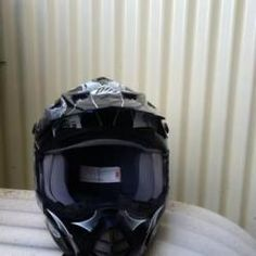 THH helmet, clean, unmarked Size XXL No accidents Only worn a few times Includes googles Oakley (adult)    Price: $40.00