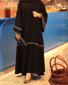 Image may contain: one or more people and people standing Hijab Fashion Summer, Modern Hijab Fashion, Hijab Fashion Inspiration, Burqa Fashion, Moslem Fashion, Mode Abaya, Abaya Designs, Hijab Chic, Hijab Dress