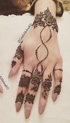 1000 Latest Simple Henna Tattoos Designs for Girl. New henna tattoo designs images collection with simple pattern and easy to draw on hand for girl Finger Henna Designs, Henna Art Designs, Mehndi Designs 2018, Modern Mehndi Designs, Mehndi Designs For Fingers, Mehndi Design Images, Beautiful Mehndi Design, Tattoo Designs For Girls, Mehandi Designs