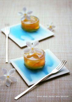 和菓子【ジャスミンティ&白桃の錦玉羹〜Kingyokukan】 I cooked Kingyokukan(agar sweets) flavored with jasmin-tea and peach… It's just like Summer dusk color♡ I put them on the blue plates which designed scenery of the waviness. These sweets match various drinks and liquor. *styling / photo / sweets : Midori Morohoshi(http://ameblo.jp/greenonthetable/imagelist.html)