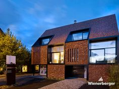 Two windows of this multi-family house are hidden behind brick piers. The design solution of CAAN architecten (Gent) made it possible to continue the chessboard appearance ot the façade without the loss of daylight.