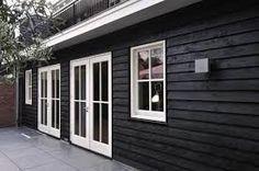 🌟Tante S!fr@ loves this📌🌟Verol carboleum zwart Black House Exterior, Modern Exterior, Terra Nova, Cottage Porch, Colour Architecture, Outside Patio, Weekend House, House Extensions, Japanese House