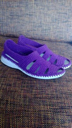 Discover thousands of images about Crochet Leather Heels Free Pattern - DIY Ways Refashion Heels Instructions Crochet Sandals, Crochet Boots, Crochet Slippers, Crochet Baby, Knit Crochet, Knit Shoes, Sock Shoes, Shoe Boots, Crochet Designs