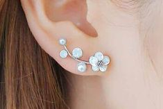 Cute Feminine Ear Piercing Ideas for Teenagers - Girly Flower Pearl Ear Climber Crawler Lobe Earrings -  pendiente del escalador del oído de la flor de la perla - www.MyBodiArt.com