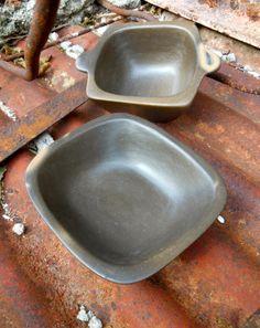 Piezas de cerámica negra, modeladas a mano con técnicas ancestrales. Aptas para horno.