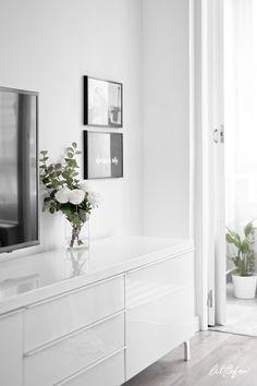 DESIGN FURNITURE FOR THE LIVING-ROOM / Littlefew.com - White decor, Nordic living-room, Ikea furniture, tv room, mueble de tv, armchair, white dinning-room, mueble de diseño, mueble nórdico blanco, comedor pequeño, almacenaje, sillas nórdicas, rosa empolvado, black and white decor, decoración en blanco y negro, ceiling light, lámparas de techo, small spaces decor, nordic inspiration.