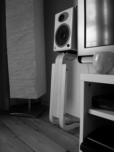 IKEA Hackers: Frosta Speaker Stands for Bookshelf Speakers, Prefer this version. Homemade Speakers, Diy Speakers, Music Speakers, Audio Music, Hifi Audio, Audio Design, Speaker Design, Frosta Ikea, Hifi Stand