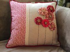 Batik Fashion, Patchwork Cushion, Sewing Pillows, Penny Rugs, Couture, Craft Sale, Sewing For Beginners, Slipcovers, Decorative Pillows