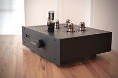 LampizatOr Atlantic DAC -Vacuum tube single ended triode DAC for the most demanding audiophile. High End Hifi, High End Audio, Valve Amplifier, Hifi Stereo, Speaker Design, Audio Speakers, Vacuum Tube, Home Cinemas, Audiophile