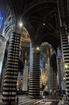 My favorite church in Italy! Black and white stripes everywhere, it was made for me... if I was Catholic XD