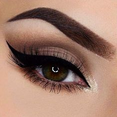 Every makeup junkie should know these incredible eyeliner tips! Eyeliner is such a major part of our Makeup Goals, Love Makeup, Makeup Inspo, Makeup Inspiration, Hair Makeup, Makeup Eyes, Prom Makeup For Brown Eyes, Makeup Hairstyle, Makeup Style