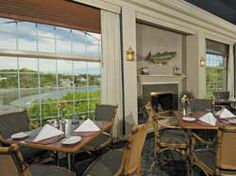 Stage Neck Inn offers oceanfront dining with varied menus with atmosphere options, from formal to casual. This is the Sandpiper Bar & Grill, a casual restaurant that overlooks the beach, and may also be used for small group meetings and luncheons on occasion.