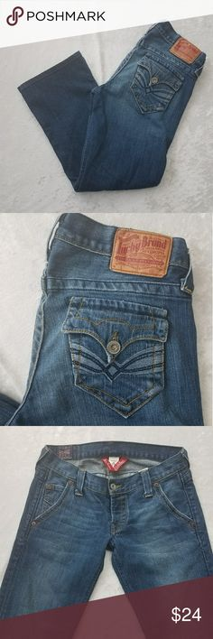 Lucky brand cropped jeans lul maggie size 4 Flat lay waist 15 inches? Rise 7 inches? Inseam 25 inches Lucky Brand Jeans