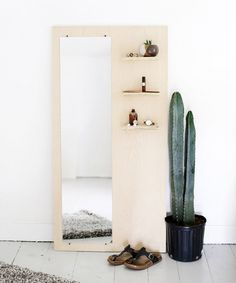 Instead of the shelves some hooks for jewlery would be perfect. DIY Plywood Floor Mirror With Shelves Wall Design, Design Case, House Design, Cheap Home Decor, Diy Home Decor, Diy Interior, Interior Design, Natural Interior, Cafe Interior