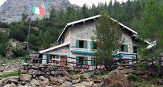 RIFUGIO VENTINA - Sorge a 1975 m. poco oltre il rifugio Gerli-Porro, sul margine sinistro dell'Alpe Ventina.