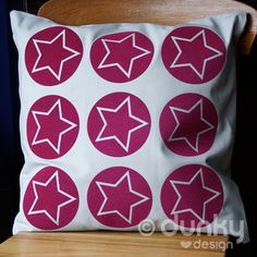 Pillow with soft cerise stars - www.dunkylovesdesign.nl