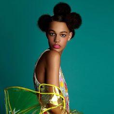 STYLIST SUNDAY: Eddie Cook @eddie_cook of @hairroinsalon_la (thanks Janine! @janinejarman) styles two takes on Afro/Puffs on consummate cutie pie Shelby Hayes @shelbyhayes14 of @thelionsny with fresh as a daffodil makeup by John Stapleton @johntstapleton #shelbyhayes #curlyhairdontcare #naturalhair #teamnatural #beauty #beautyphotography #pedrozalba #albertsanchez