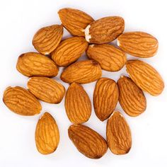 Belly Shrinkers: Nuts Snacking on nuts may help you shed pounds. Researchers found that people who ate almonds as part of a low-calorie diet for six months lost 18 percent of their body weight -- slimming their waistlines and reducing body fat to boot. Healthy Foods To Eat, Healthy Fats, Get Healthy, Healthy Snacks, Healthy Eating, Paleo Treats, Healthy Recipes, Healthy Mind, Healthy Choices