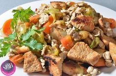 Sült zöldségek csirkemell kockával és mini paleo nudlival (light paleo ebéd recept)