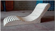 100 Ideas for Wood Pallet Recycling- 100 Ideas for Wood Pallet Recycling stylish pallet sun lounger - Garden Furniture Design, Pallet Garden Furniture, Lawn Furniture, Diy Outdoor Furniture, Outdoor Chairs, Rustic Furniture, Bar Outdoor, Furniture Plans, Pallet Lounger