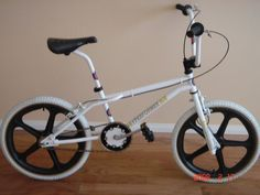 1984 GT Pro Performer I had this exact bike only with white mags, blue seat and grips, chrome bars and seat post. 24 Bmx, Vintage Bmx Bikes, Bmx Bicycle, Recumbent Bicycle, Bicycle Workout, Bmx Racing, Bmx Freestyle, Bike Life, Cool Bikes