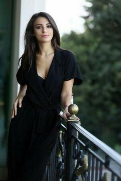 Tuvana Türkay women in black dresses Most Beautiful Women, Beautiful People, Turkish Women Beautiful, Non Blondes, Photo Portrait, Photography Poses Women, Turkish Beauty, Brunette Beauty, Pretty Woman