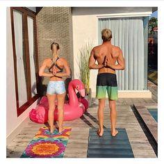 Weekend yoga feels with @just.a.wandering.yogi and @aliblocksidge 🤙🏽📿