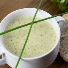 This versatile soup can be prepared with a variety of Spring green vegetables and herbs, including kale, spinach, and asparagus. Garlic Chives, Fresh Chives, Soup Recipes, Dinner Recipes, Soup Plating, Keto Soup, Spring Recipes, Main Meals