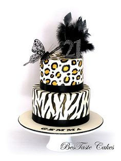 In Cheetah, with dragonfly Pretty Cakes, Beautiful Cakes, Amazing Cakes, Cupcakes, Cupcake Cakes, Torta Animal Print, African Wedding Cakes, African Cake, Zebra Print Cakes