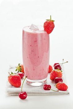 Cook Your Dream: Cherry and Strawberry Yogurt Smoothie