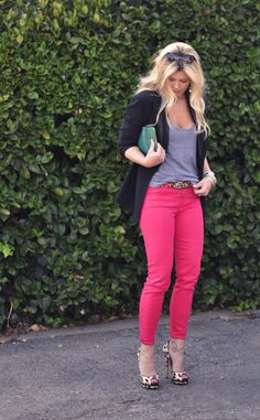 Maybe re-create this outfit with my red jeans i' Fashion Night, Look Fashion, Fashion Outfits, Womens Fashion, Cheap Fashion, Fashion Fall, Pink Jeans Outfit, Pastel Jeans, Hot Pink Pants