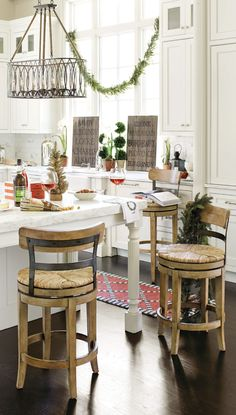 We love the way this kitchen was decorated for the holidays, with swags of greenery and even a red rug!