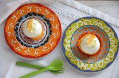 Mousse de mató i préssec. Peach and cottage cheese mousse. Mousse, Cottage Cheese, Peach, Plates, Tableware, Licence Plates, Dishes, Dinnerware, Griddles