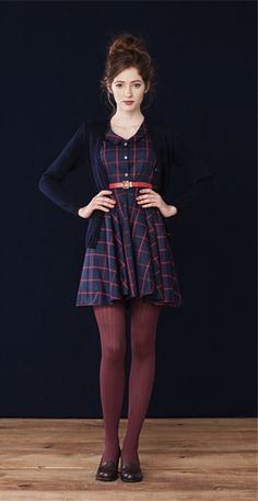 Pasty · Oeko-Tex cotton dress Florence Navy · Merino wool cardigan Betina Lou Fall-Winter Get rid of the belt and this outfit is perfect Pretty Outfits, Fall Outfits, Cute Outfits, Plaid Outfits, Looks Style, Style Me, Classic Style, Look Fashion, Womens Fashion