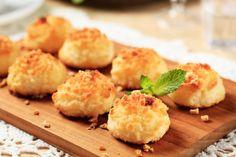 Dessert: Expect More Coconut Macaroons-----looks yummy Cherry Macaroons Recipe, Macaroon Recipes, Coconut Macaroons, Healthy Desserts, Raw Food Recipes, Healthy Cooking, Healthy Recipes, Easy Recipes, Bolo Paleo
