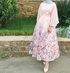 15 hijab fashion styles of 2019 Hijab Prom Dress, Hijab Evening Dress, Hijab Style Dress, Hijab Chic, Muslim Dress, Islamic Fashion, Muslim Fashion, Modest Fashion, Abaya Fashion