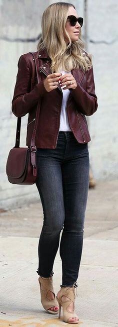 Burgundy + Black + White | https://outfitshunter.com/article/60-fall-street-style-trends-to-copy-right-now.