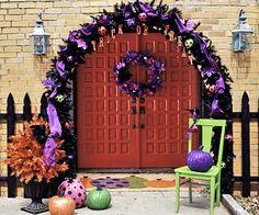 Halloween Door Garland  http://www.bhg.com/halloween/indoor-decorating/halloween-door-decor-28-great-ideas/#page=20