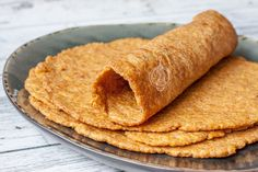 blonde lijnzaadwrap - WayMadi The recipe for a smooth linseed wrap from blond linseed that tastes delicious. Gluten-free, free from milk and egg, low in carbohydrates and keto proof. Lunch Recipes, Low Carb Recipes, Vegan Recipes, Healthy Snacks Before Bed, Low Carb Wraps, Paleo Wraps, Go For It, Happy Foods, Kitchen Recipes