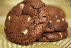 Subway Copycat Recipe Double Chocolate Chip Cookies! Can't wait to try these I'm obsessed with subways double chocolate chip cookies!!