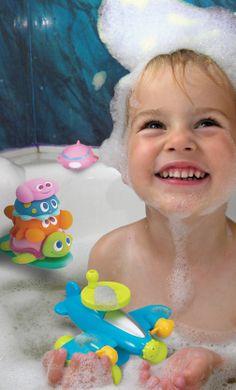 S'amuser tout en développant son imagination et sa dextérité #avion #plane #toy #bath #bain