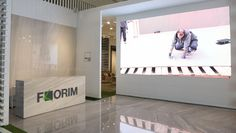 Florim reception at the Coverings 2015 showing the company's amazing Florim Magnum Oversize slab - the biggest tile size ever seen - in marble look. #shiny #marble #ceramics #flooring #reception #florim #coverings2015 #florimmagnum