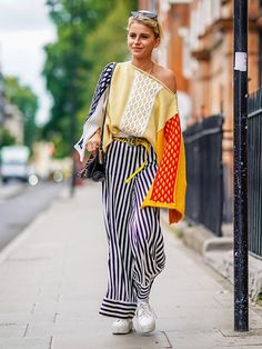 LFW street style is about not doing things by the book. Check out our tips for what to wear to London Fashion Week this season #patterns #fashion2018