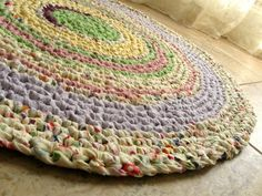 Cozy chic is a Crochet round rag rug-pastels. Knit Rug, Crochet Rugs, Hand Crochet, Crochet Patterns, Beach Crafts, Diy Home Crafts, Cute Crafts, Cottage Living, Shabby Cottage