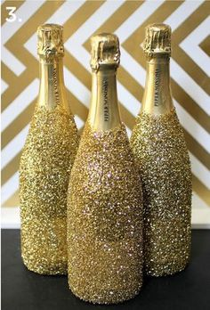 Gold DIYs to Make for Your Oscars Party Love these sparkly champagne bottles for a glam Hollywood party or awards show viewing!Love these sparkly champagne bottles for a glam Hollywood party or awards show viewing! Glitter Champagne Bottles, Champagne Party, Champagne Birthday, Champaign Bottle, Champagne Glasses, Deco Nouvel An, Diy Party Planner, Wedding Planner, Deco Cinema