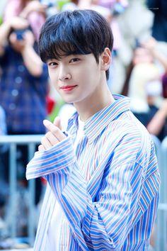 Image shared by LKIM EUNWOO CT. Asian Actors, Korean Actors, Cute Korean, Korean Men, Park Jin Woo, Cha Eunwoo Astro, Astro Wallpaper, Lee Dong Min, Lee Soo